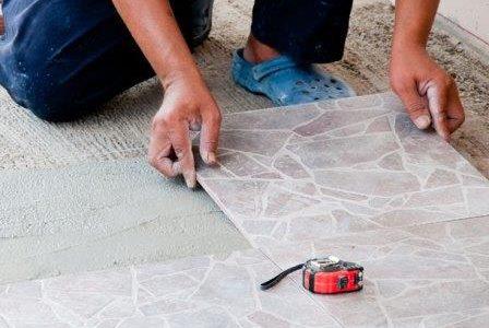 Aplicação de pavimento cerâmico para exteriores.