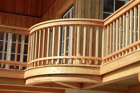 Guarda de varanda em madeira.