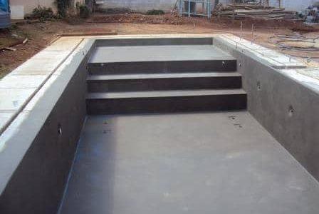 Construção de piscina.