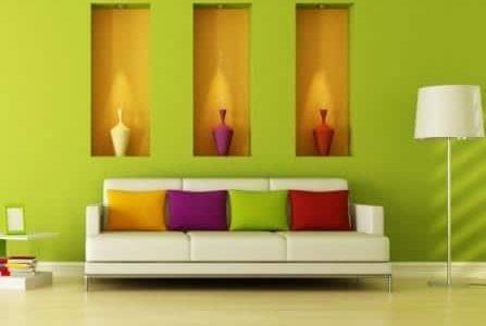 Pintura de sala de estar com paredes verde.