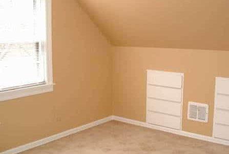 Pintura de quarto com paredes bege.