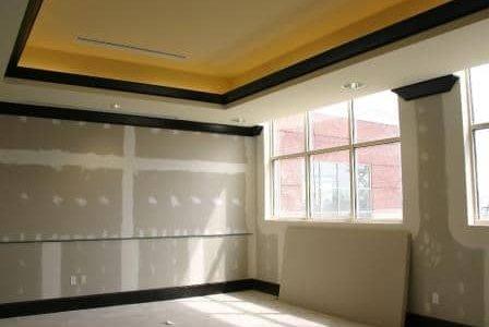 Teto falso e aplicação de forras de parede em pladur.