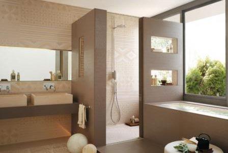 Remodelação de casa de banho com duche e banheira.