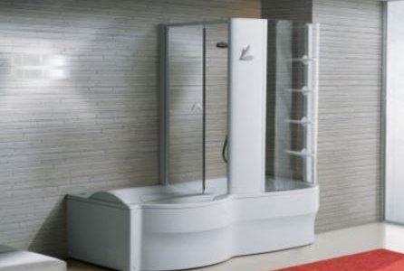 Substituição de banheira por banheira com duche moderna.