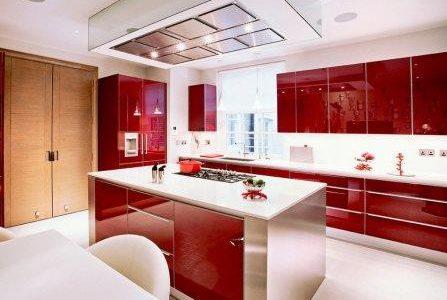 Remodelação de cozinha de luxo com móveis termolaminado.