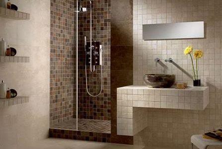 Remodelação de casa de banho com azulejos 10×10.