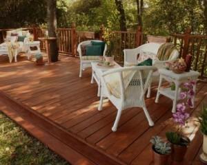 Pavimento exterior deck de madeira
