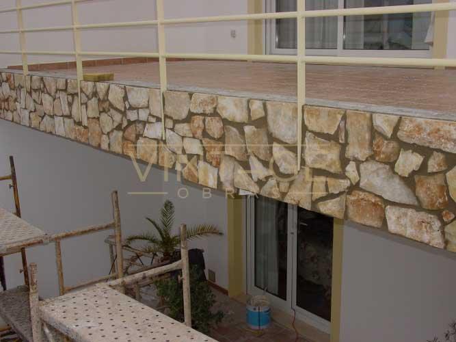 Revestimento de paredes muito danificadas