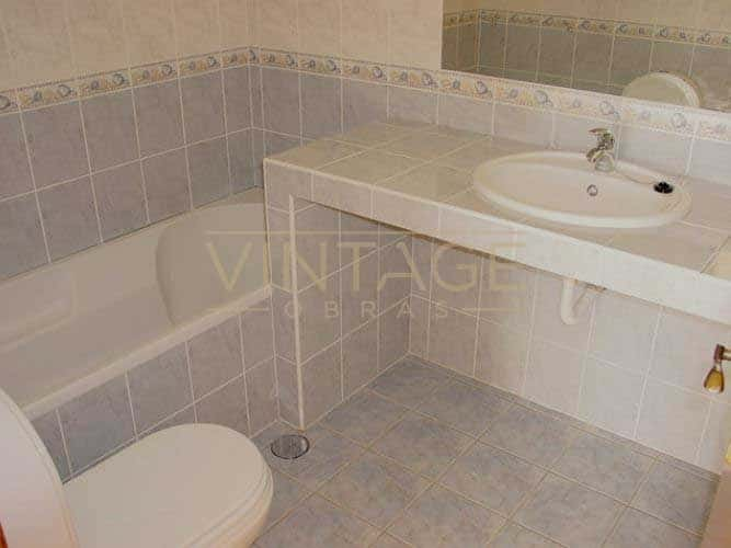 Lavatório executado insitu em remodelação de casa de banho.