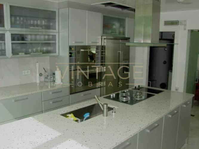 Remodelação de cozinha lacada alto-brilho