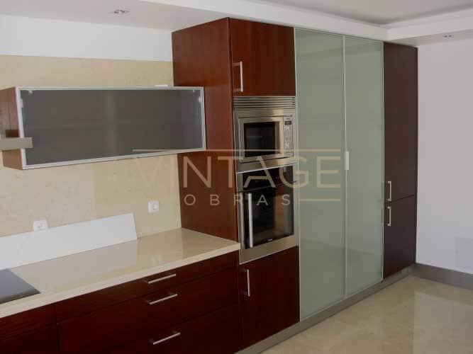 Remodelação de cozinha com móveis por medida