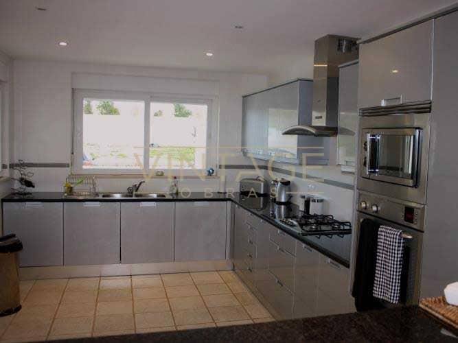 Remodelação de cozinha: Móveis termolaminados. Tampo em Granito.