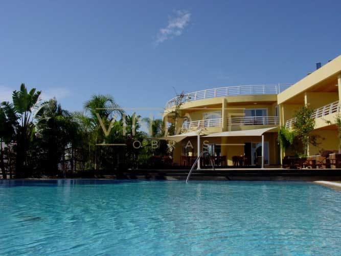 Remodelação de exterior com piscina